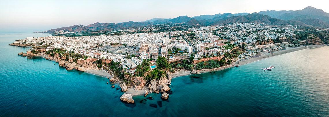 Nerja desde el mar - Andalucía Simple