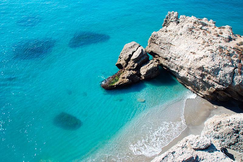 Playa El Salón, Nerja - Andalucía Simple